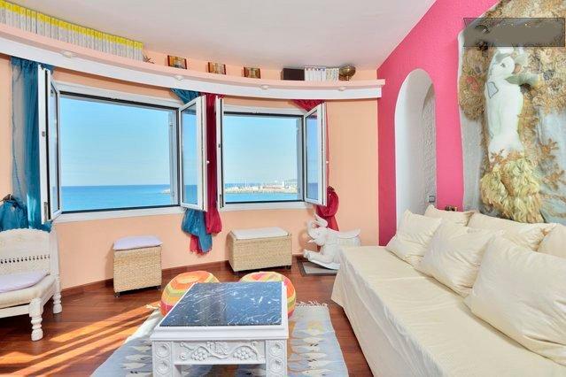 C1 Apartamento sobre acantilado con bellas vistas del mar, location de vacances à Garraf