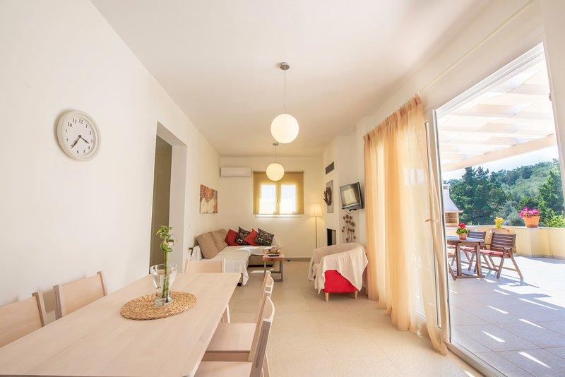 Miltiadis Deluxe Apartment, holiday rental in Afionas