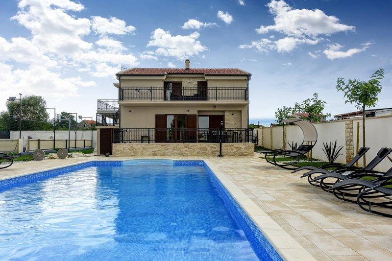 Lovely Villa Tona, in Dalmatia, with a Pool, location de vacances à Suhovare