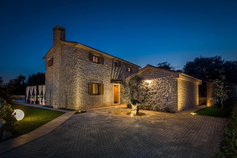 Stone Villa Paula, in Dalmatia, with a Pool, alquiler vacacional en Ugljan Island