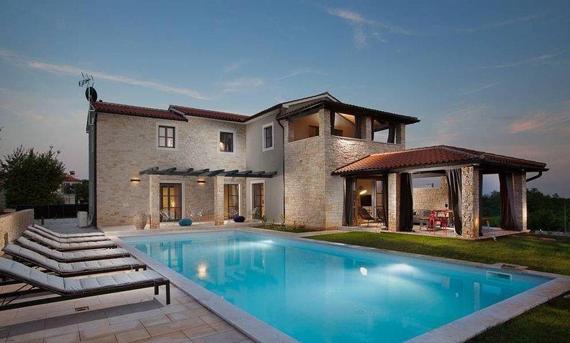 Lovely Villa Tajna, in Istria, with a Pool, Ferienwohnung in Visnjan