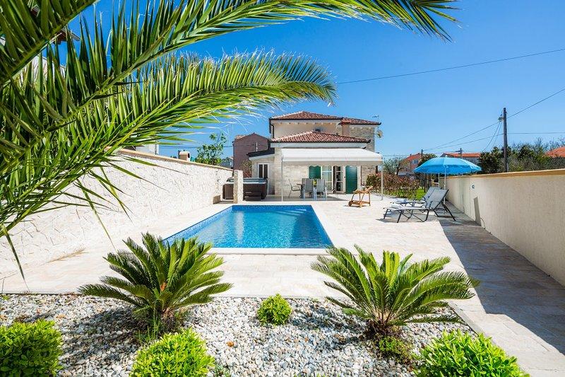 Beautiful Villa Marta, in Dalmatia, with a Pool, holiday rental in Privlaka