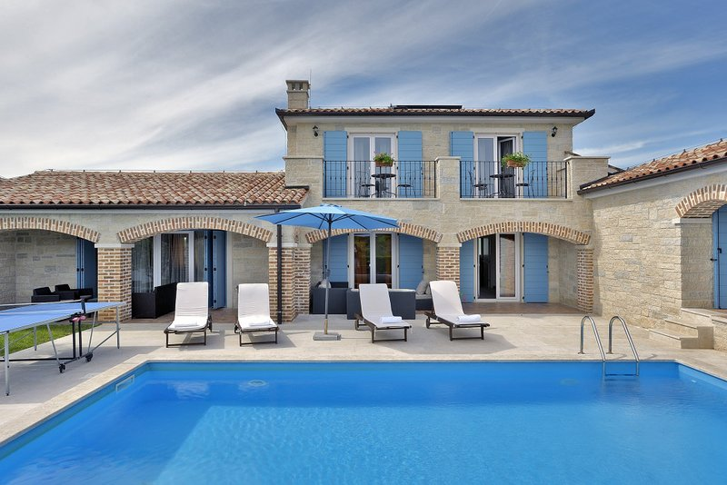 Stone Villa Luan, in Istria, with a Pool, vacation rental in Medulin