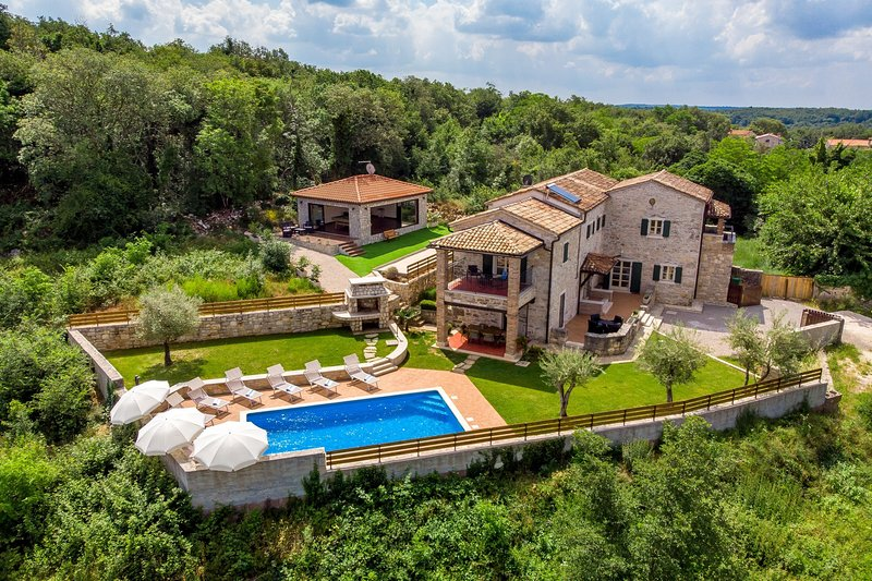 Stone Villa Lea & Tea, in Istria, with a Pool, vacation rental in Tinjan