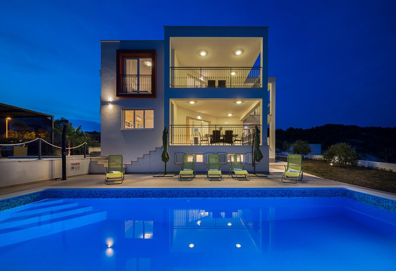 Beautiful Villa Luxury Dvornice, in Dalmatia, vacation rental in Rogoznica