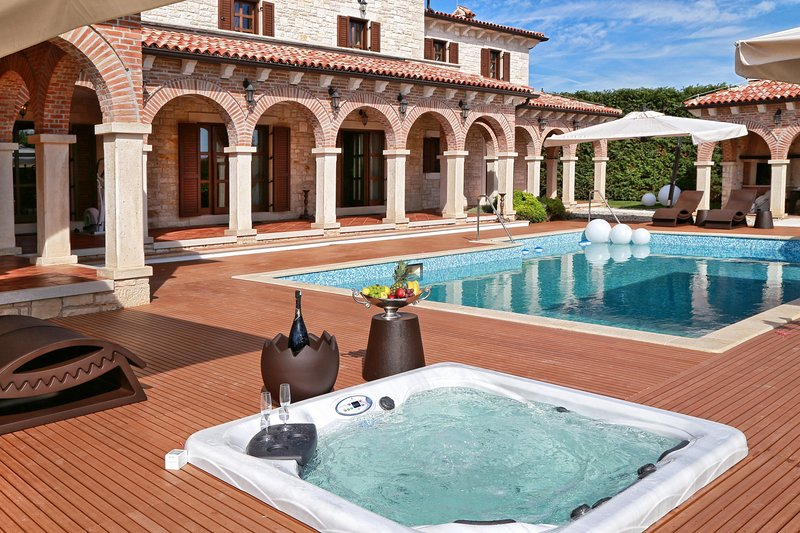 Beautiful Villa Carolus Barat, in Istria, aluguéis de temporada em Radovani