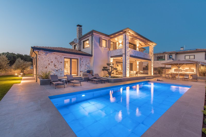 Luxury Villa Superior, in Istria, with a Pool, alquiler vacacional en Tar-Vabriga