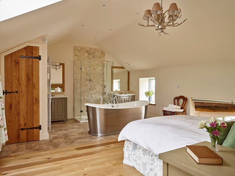 The Haweswater Room, luxury cast iron bath.
