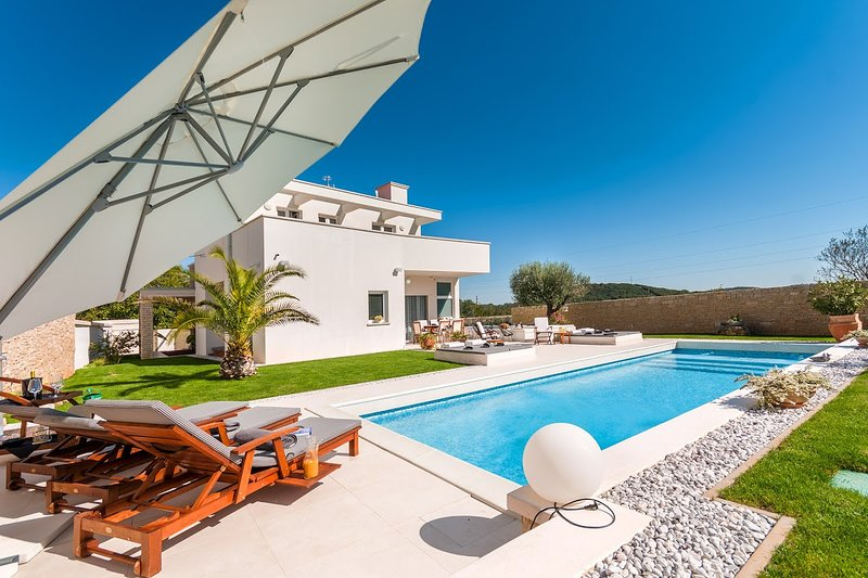 Modern Villa White, in Istria, with a Pool, vacation rental in Golas