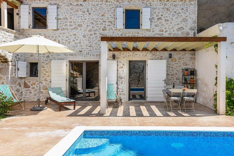 Beautiful Villa Dvori, in Nin, with a Pool, vacation rental in Nin