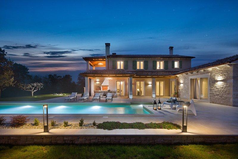 Stone Villa Ovi, in Istria, with a Pool, aluguéis de temporada em Fabci