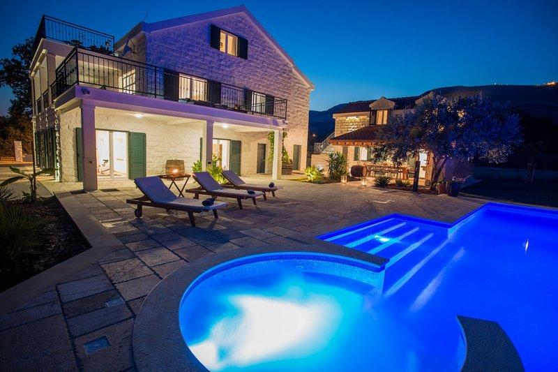 Beautiful Villa Mir, in Dalmatia, with a Pool, vacation rental in Kastela