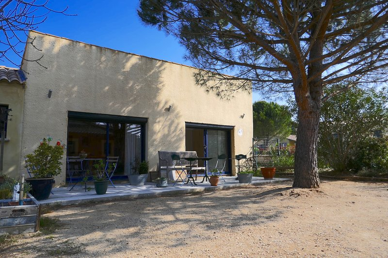 Beautiful apt with garden & terrace, holiday rental in Saint-Quentin-la-Poterie