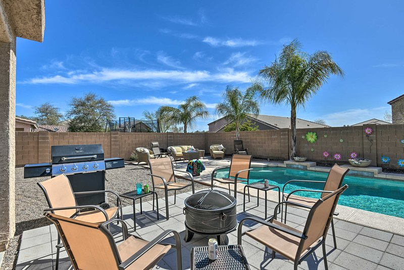 Family Home w/Hot Tub on Johnson Ranch Golf Course, vacation rental in San Tan Valley