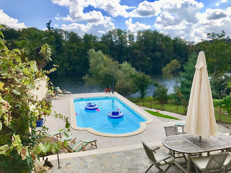 View of the Dordogne river from the Pool