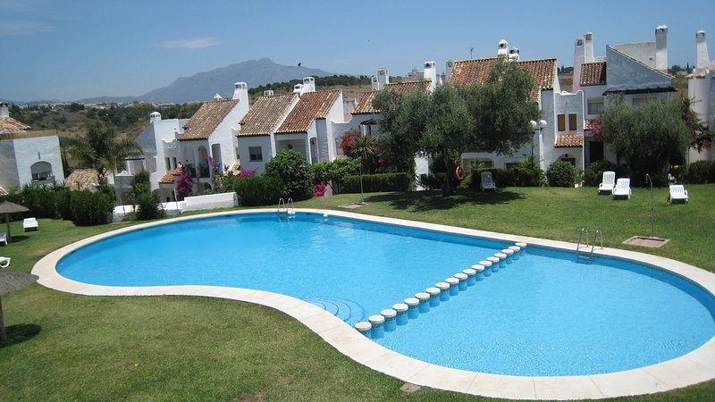 BEAUTIFUL TOWNHOUSE, INTERNET, AIR CON, 5 GUESTS, vacation rental in Estepona