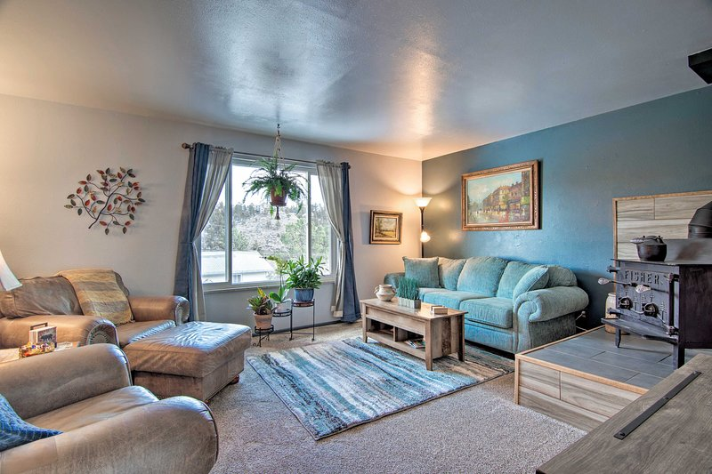 Kittredge Condo w/Deck by Red Rocks+Hiking+Skiing, holiday rental in Morrison