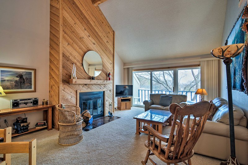 Townhome on Summit Mtn - Skier's Dream!, alquiler de vacaciones en Bellaire