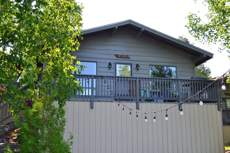 Birch Cottage - Great Spirit Lodge & Adventures Island Cottage Rental, holiday rental in Temagami