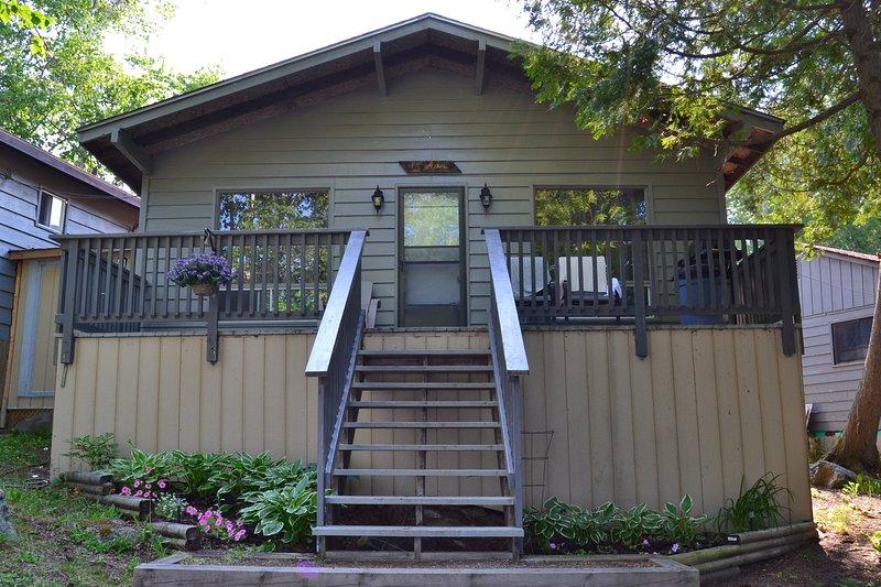 Cedar Cottage - Great Spirit Lodge & Adventures Island Cottage Rental, holiday rental in Temagami