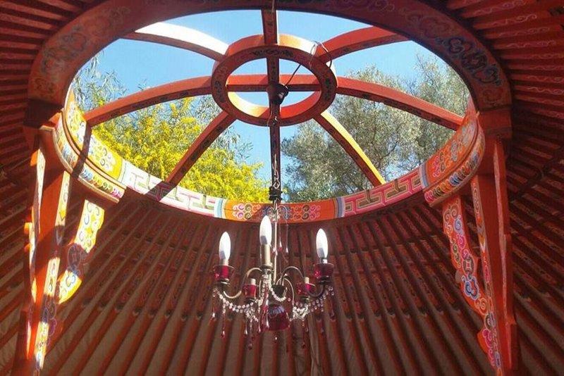 Romantic Mongolian Yurt nestled in pure nature., holiday rental in Sayalonga