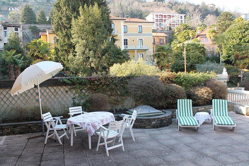 Appartamento Raffaela ... with big terrace and barbecue, vacation rental in Belgirate