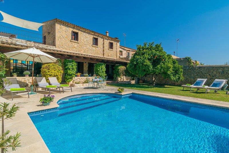 CA S'AUSTRI - Villa for 6 people in villafranca de Bonany, holiday rental in Vilafranca de Bonany