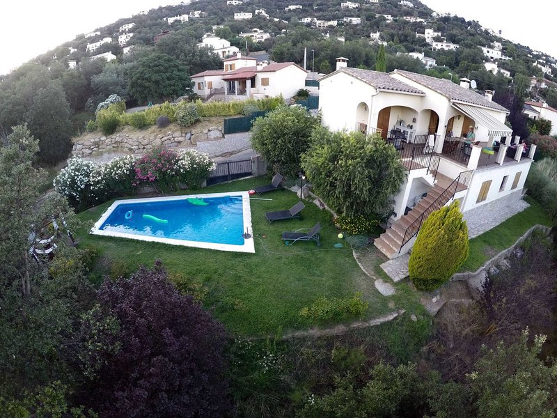 BEAUTIFUL HOUSE WITH PRIVATE SWIMMING POOL IN CABANYES, vacation rental in Calonge