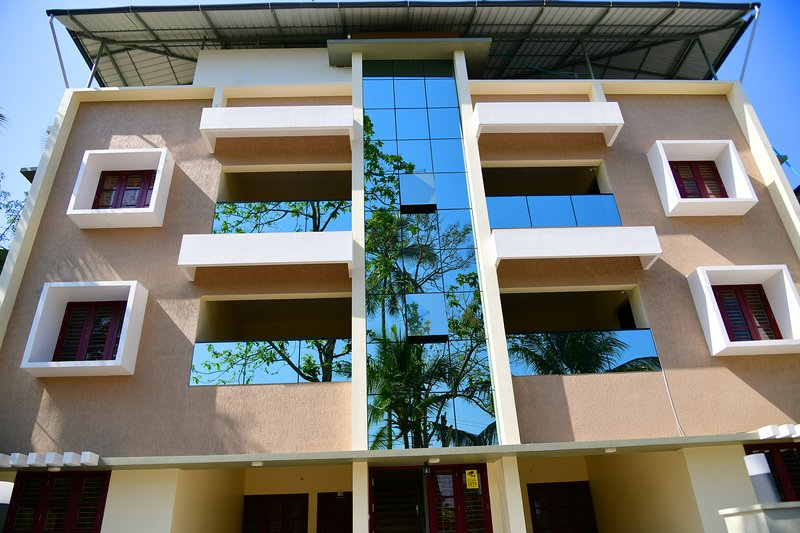 Athrakkattu Enclave 3 Bedroom AC Delux Appartment, vacation rental in Kazhakkoottam