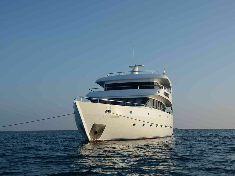 Cruise Maldives in Your Private Yacht for 14-16 guests!, Ferienwohnung in Süd-Male-Atoll