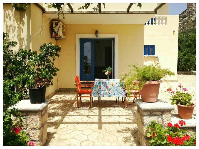 Venetia's Garden Studio, holiday rental in Kira Panagia