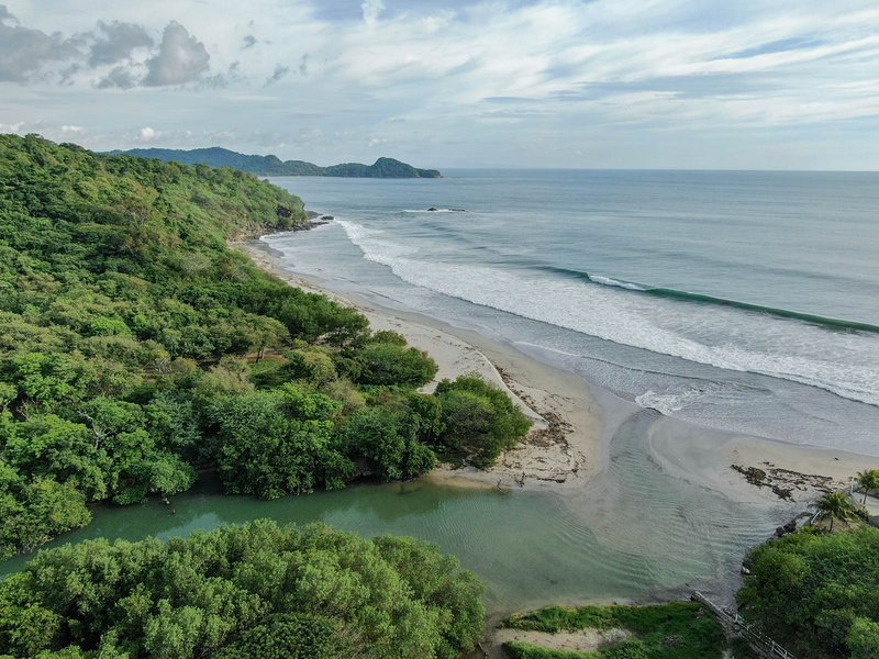 Casa Nami - Surf House room rental next to World Class Surf in Nicaragua, vacation rental in Playa Gigante