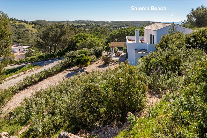 Salema Family Home  with unique valley views, holiday rental in Salema