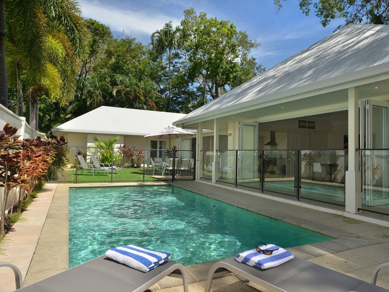 Plantation House - 4 Bedroom House by the Beach, holiday rental in Julatten