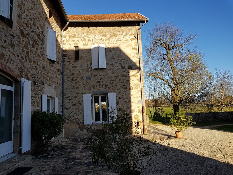 Big house with mountain view & Wifi, location de vacances à Satillieu