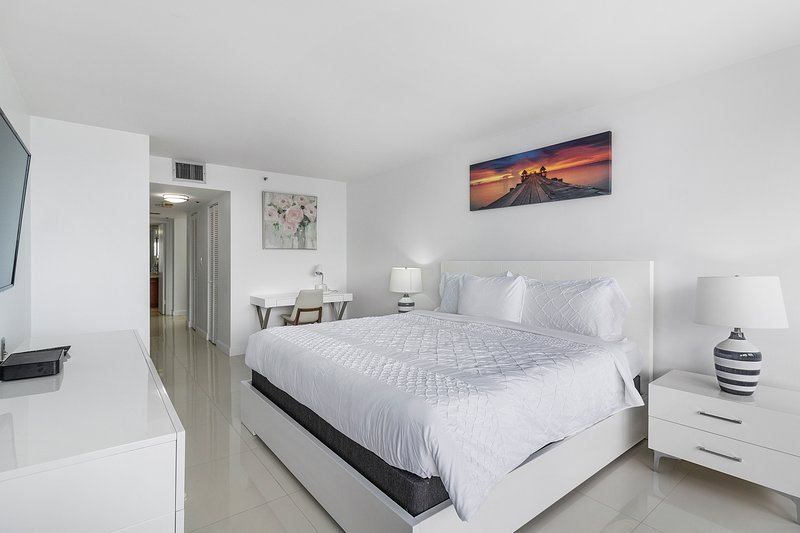 The Grand Downtown Miami | Chic City View One Bedroom | Free Parking, vacation rental in Miami