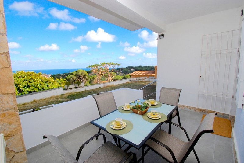 Holiday apartment with outdoor furniture in S'Agaro-Sant feliu de Guíxols.