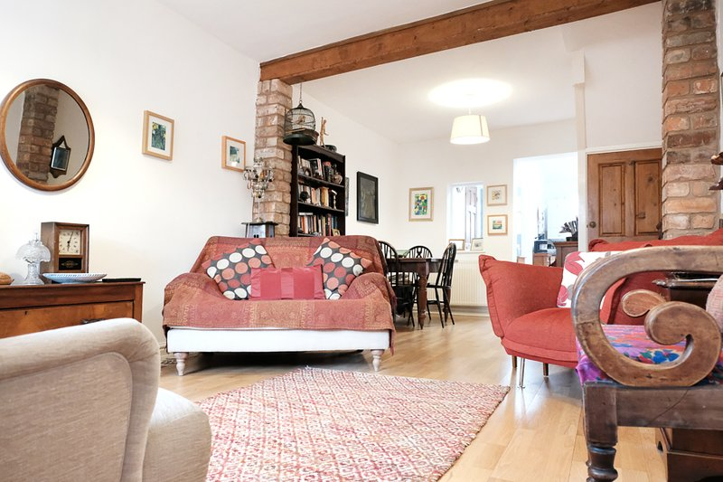 Stylish cottage in heart of historic city centre, location de vacances à Cheshire