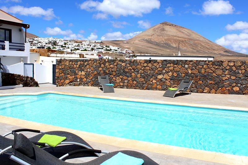 New 2018 Luxury Villa With Huge Private Biological Salt Water Heated Pool, vakantiewoning in Lanzarote