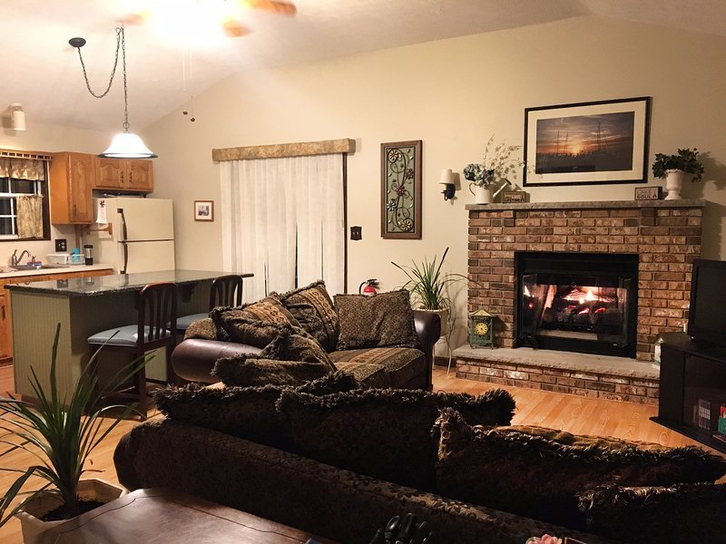 Cozy Retreat with King Size Bed--Perfect Getaway for Couples or Small Families, location de vacances à Bushkill