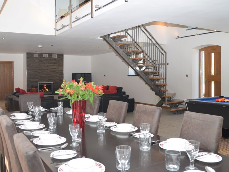 Lounge / sala da pranzo a pianta aperta luminoso e arioso