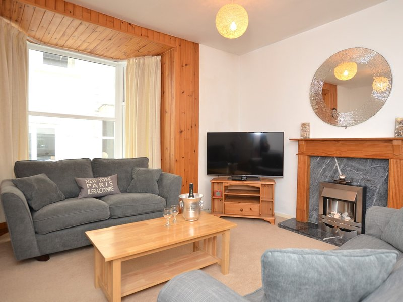 Generously proportioned lounge with Smart TV