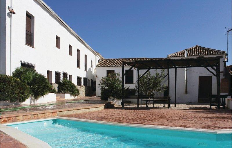 Nice home in Villanueva del Trabuco with Outdoor swimming pool, Outdoor swimming, holiday rental in Villanueva del Rosario