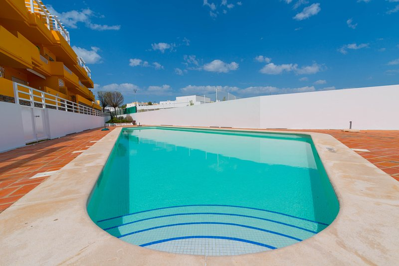 2Bedroom Apartment with Pool, 2 terraces, WIFI, air conditioning, Barbecue, holiday rental in Conceicao