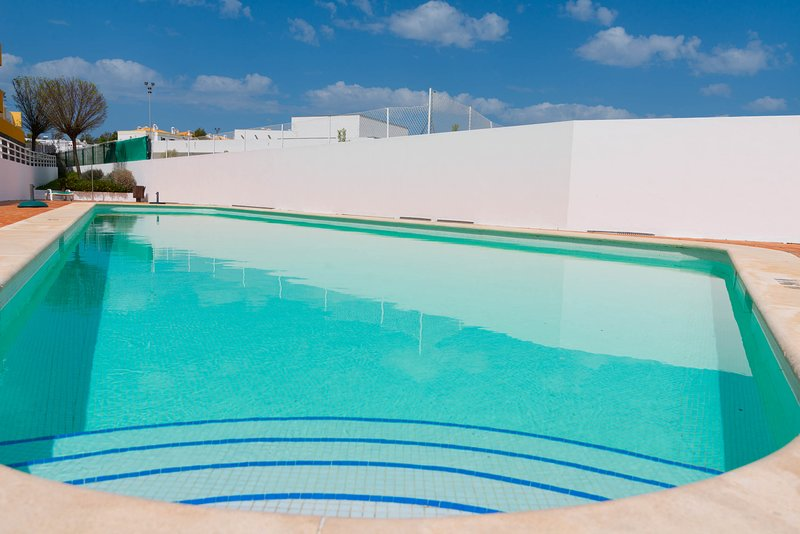 15min walk to Cabanas center, Pool, WIFI, BBQ and air-conditioning, holiday rental in Conceicao