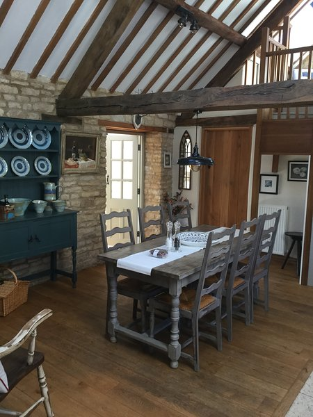 Fabulous 3bed Barn Conversion in Cotswold village near Chipping Norton, Ferienwohnung in Ramsden