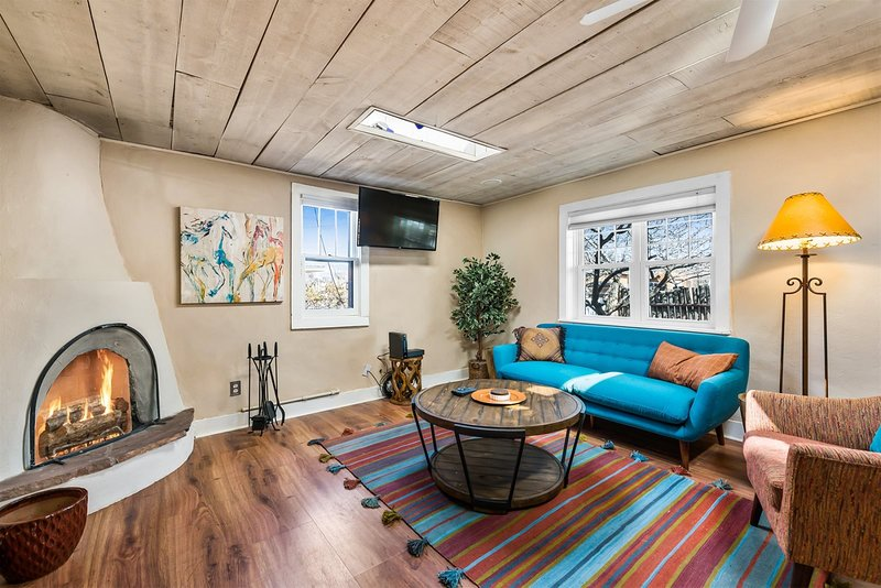 Casa Lola - Gorgeous Light-Filled Home, Walk to The Plaza and The Railyard, holiday rental in Agua Fria