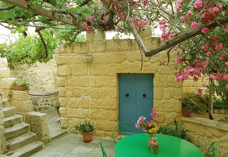 Great townhouse in Gozo with pool, vacation rental in Munxar
