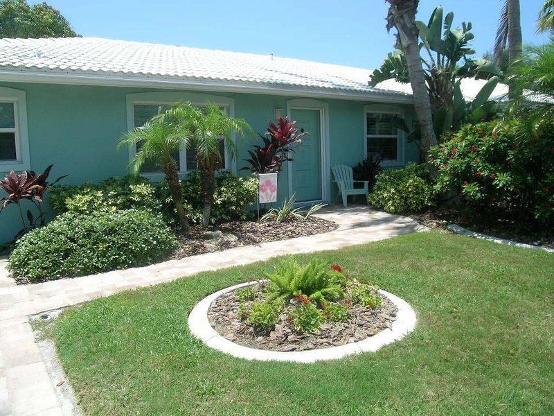 SAND DOLLAR BEACH SIDE VILLA, holiday rental in Holmes Beach
