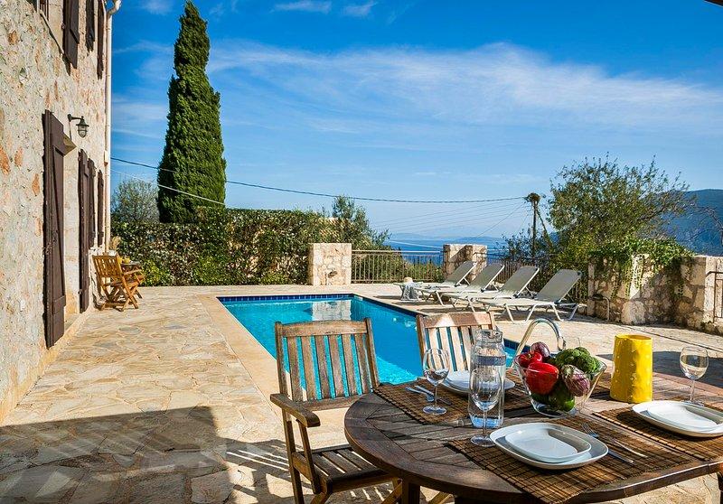 Tselentata Villa Sleeps 4 with Pool Air Con and WiFi - 5781707, holiday rental in Platrithias